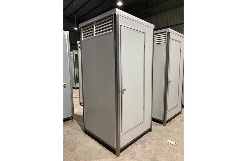 灰白色单位厕所