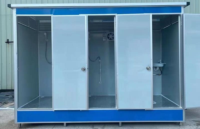 三人位淋浴厕所